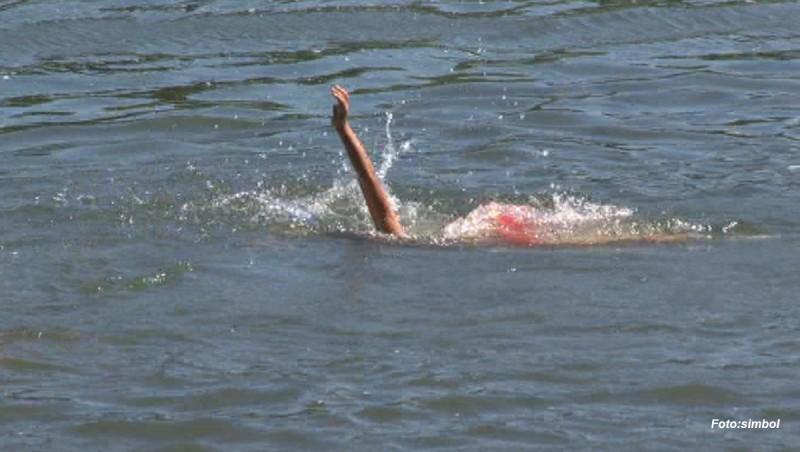 Un tânăr s-a înecat într-un lac în timp ce prietenii săi îl filmau
