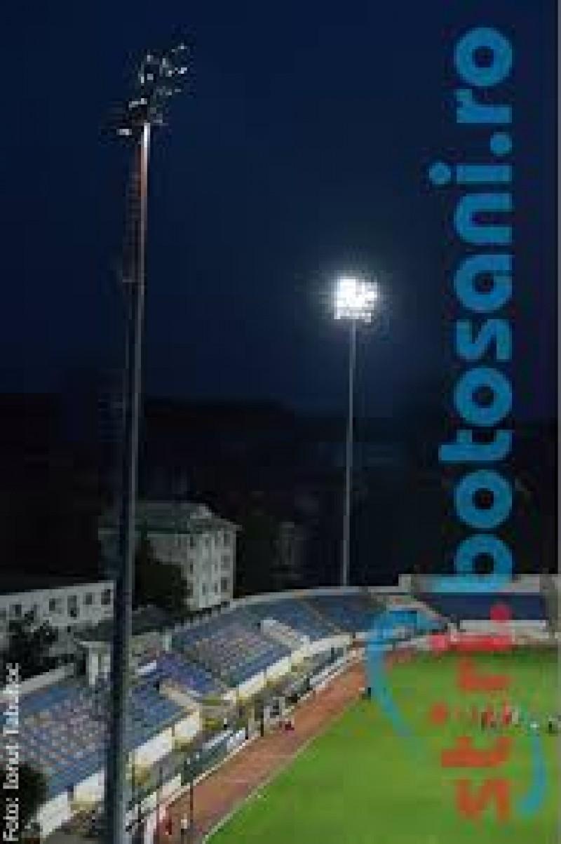 Un tânăr s-a urcat pe un stâlp de la nocturna de pe Stadion şi a ameninţat că se sinucide!