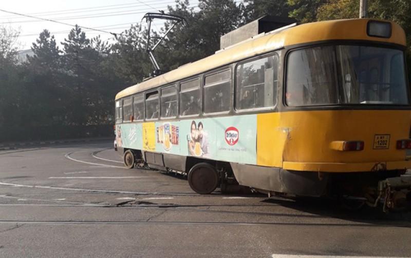 Un tramvai a deraiat, din nou, în zona Sucevei!