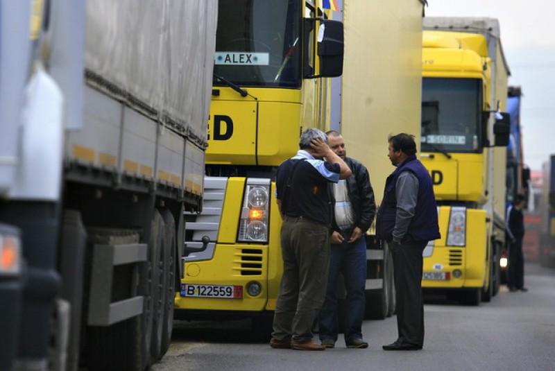 UNTRR avertizează: Transportatorii vor mări tarifele la marfă şi pasageri dacă Guvernul nu elimină supraacciza