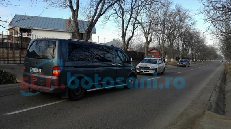 Copil care mergea cu uratul, accidentat de un microbuz la Orăşeni Deal! FOTO