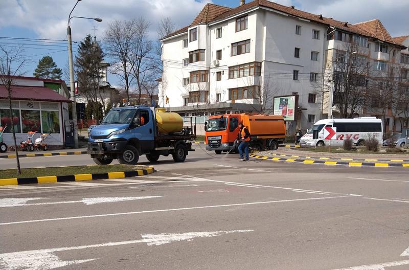 Urban Serv SA spală străzile pe timp de caniculă la Botoșani