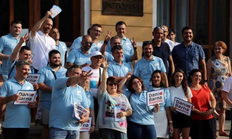 USR Botoșani a dat startul campaniei de strângere de semnături la Președinția României pentru Dan Barna!