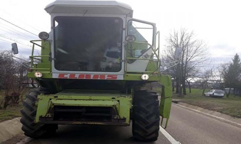 Utilaj agricol neînregistrat, depistat pe drumurile publice la Mihăileni