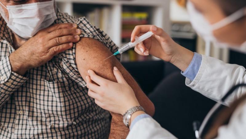 Vaccinarea cu doza a treia începe în 28 septembrie