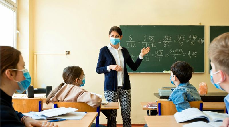 Vaccinarea profesorilor, amânată. Dozele anti-COVID vor fi folosite pentru persoanele cu boli cronice, cu vârsta de peste 65 de ani