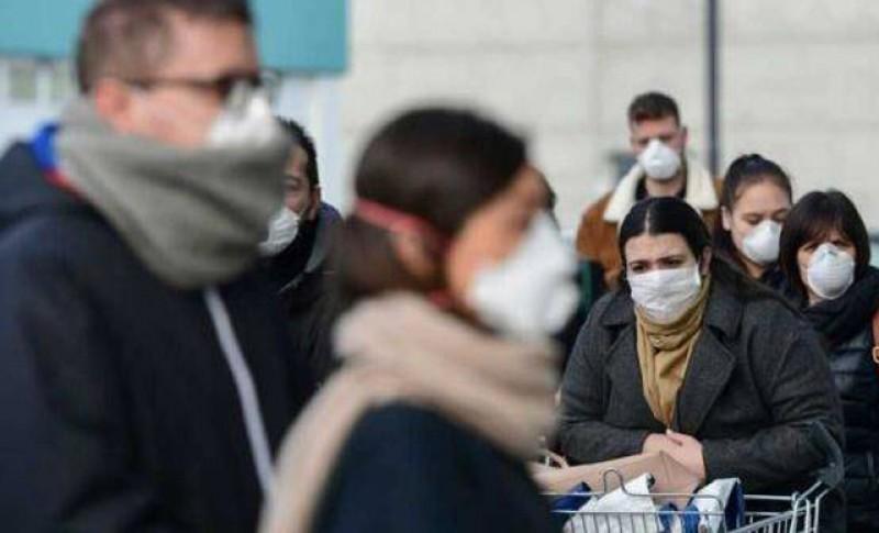 Vânătoarea de români fără mască continuă: Peste 100 de sancțiuni aplicate în weekend pentru nerespectarea măsurilor impuse în contextul stării de alertă