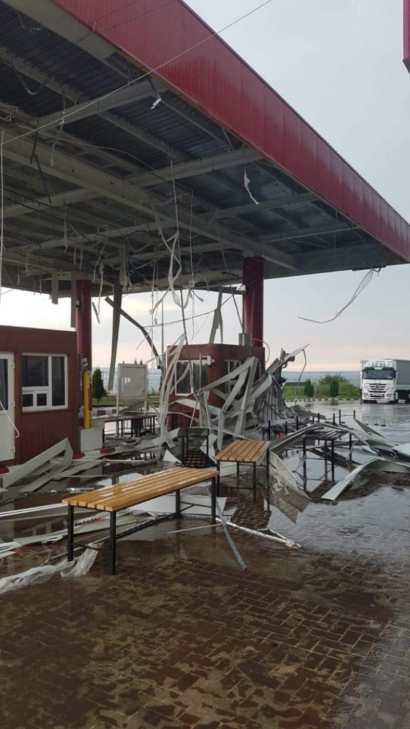 Vântul puternic a devastat Vama Stânca după furtuna de marți