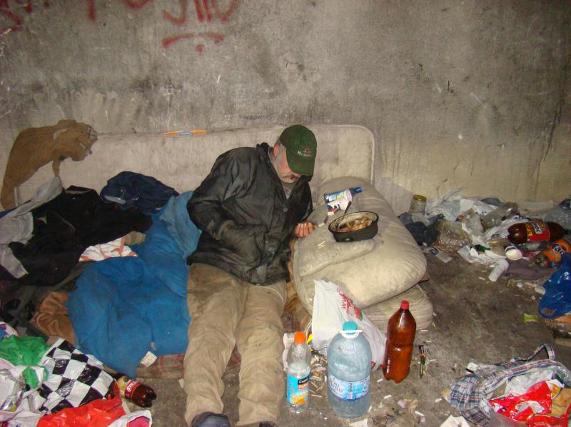 Vara- sanie şi iarna- căruţă! Planuri pentru adăpostirea persoanelor fără adăpost pe timp de ger!
