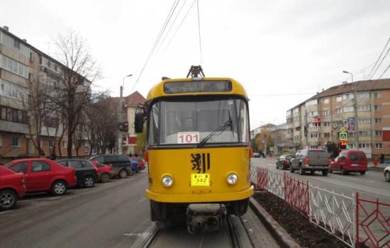 Vatmanii de la Botoșani vor fi trimiși la școala de șoferi pentru a învăța să conducă autobuze