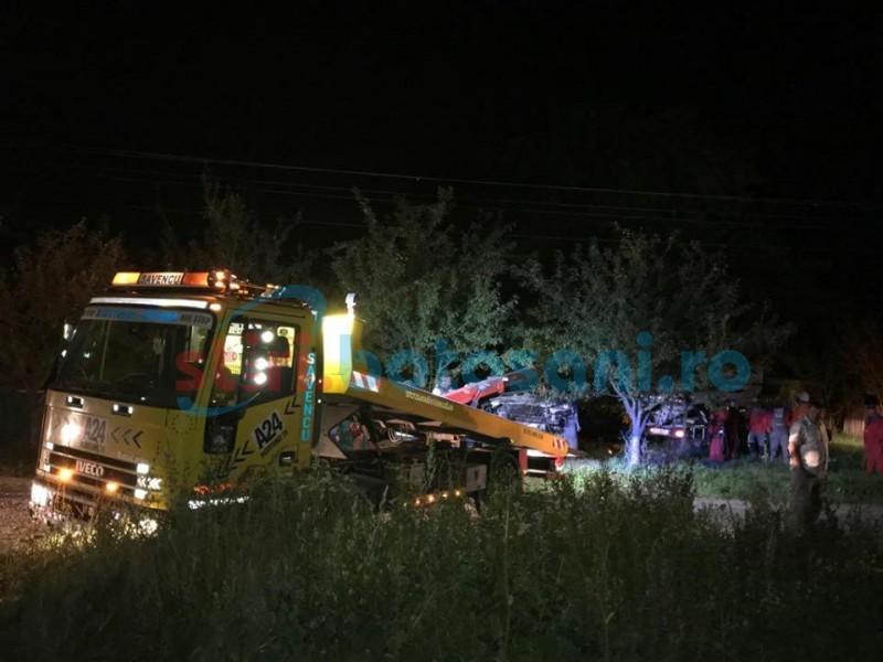 Venea acasă din Marea Britanie: Botoșăneanul s-a oprit într-un stâlp, la 100 de metri de casă! FOTO