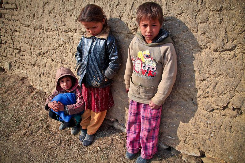 VERSURI DIN STRADĂ: Copii... De Constantin Apostol
