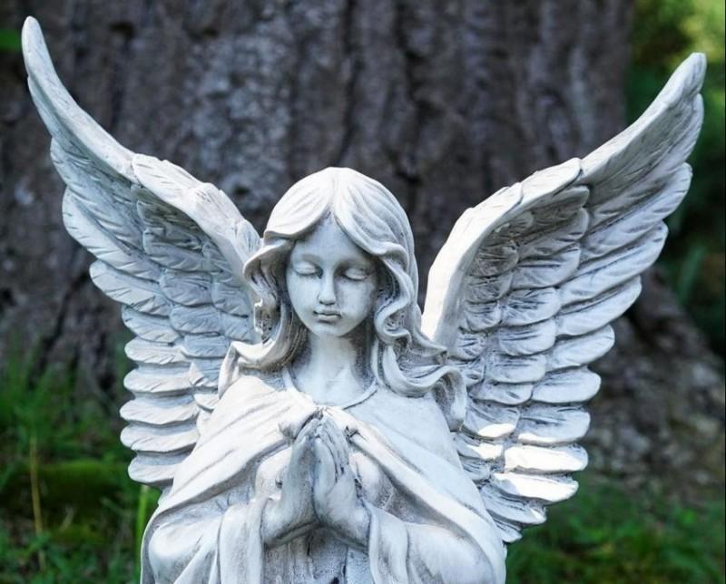 VERSURI DIN STRADĂ: Printre îngeri