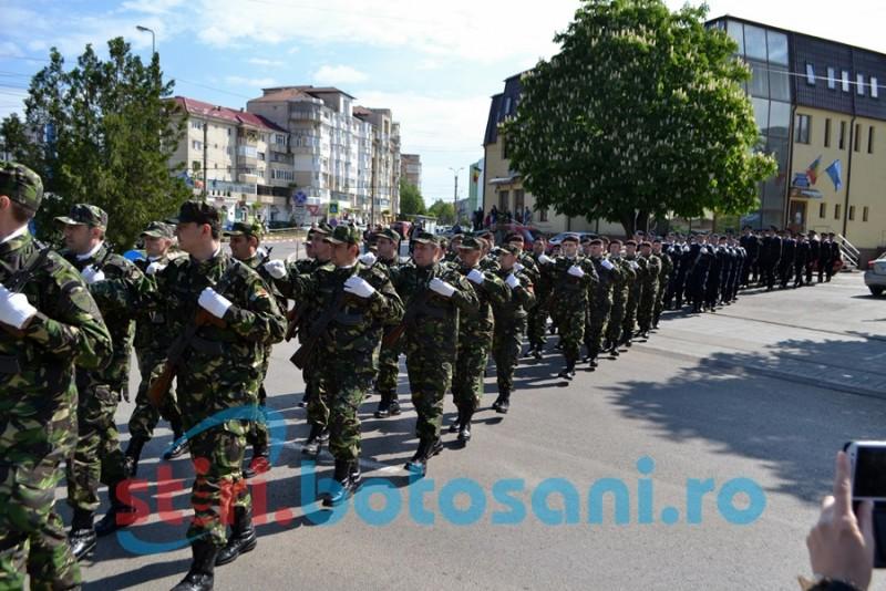 Defilarea Gărzii de onoare și depuneri de coroane cu prilejul Zilei Veteranilor