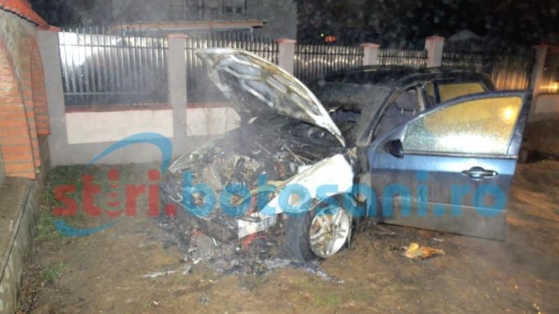 Vezi care a fost cauza incendiului ce a distrus o masina langa ANL Cismea!