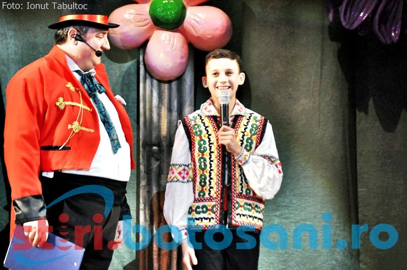 """Vezi ce concurenti au intrat in cea de-a doua seara de concurs a Festivalului """"Muzica pentru toti"""". Un moldovean a ridicat in picioare publicul - GALERIE FOTO, VIDEO"""