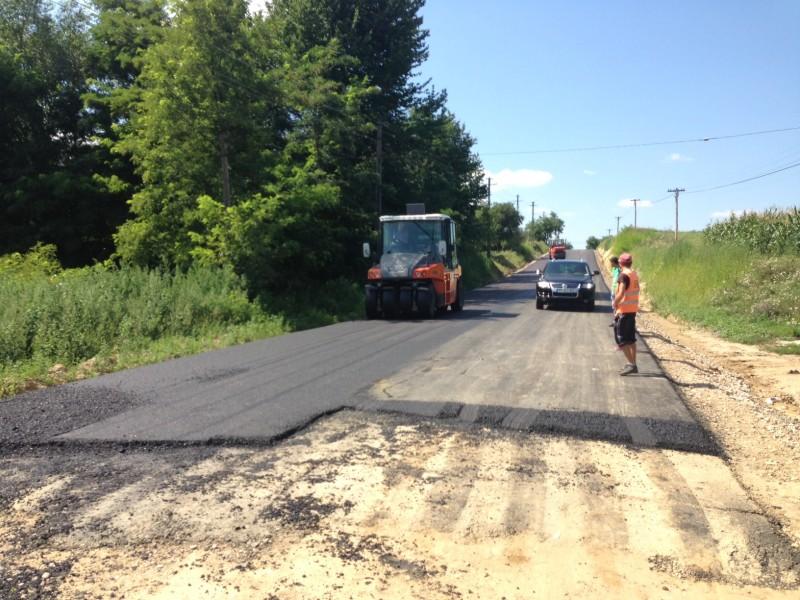 Vezi ce drumuri vrea să asfalteze Consiliul Județean în 2015!