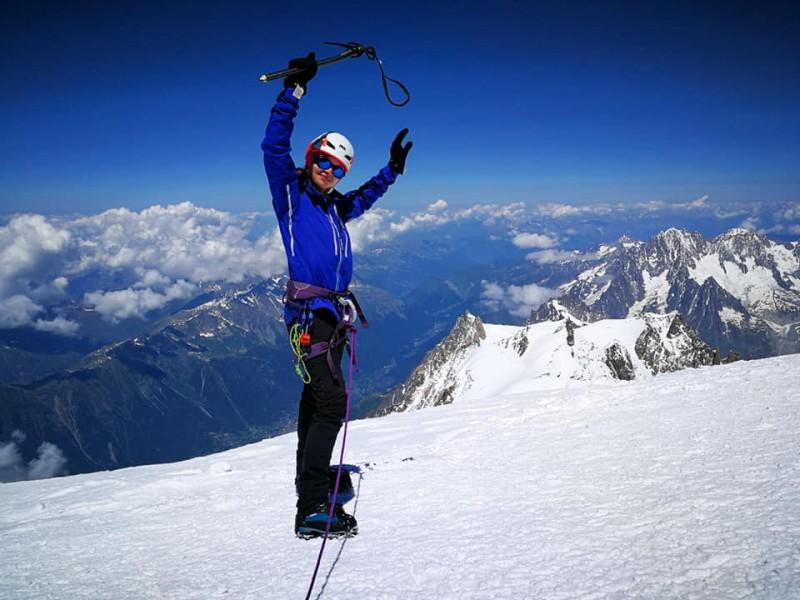 """FOTO. Vârful Mont Blanc, """"cucerit"""" de o botoșăneancă: """"Pe măsură ce urci, respiri tot mai greu, ai amețeli și somnolență, dar parca mai poți"""""""
