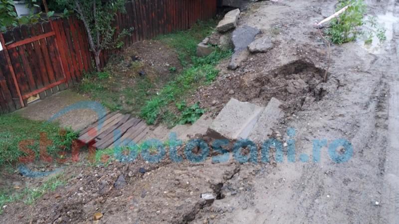 Viaţa la oraş: botoşănenii din cartierele mărginaşe, supăraţi că au rămas în mocirlă după lucrările Nova Apaserv! FOTO