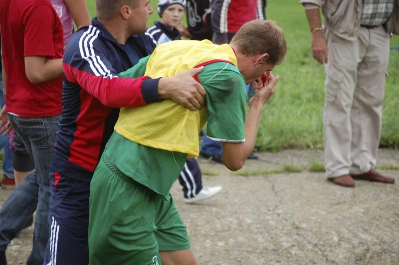 "Victorie ""in sange"" pentru un fotbalist botosanean! - Imagini socante"