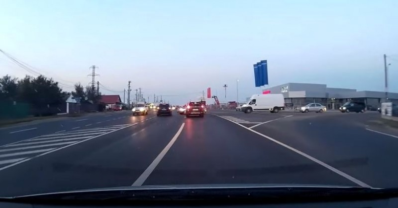 VIDEO Așa arată cel mai norocos șofer din România! Încă 10 cm și se putea întâmpla o tragedie!