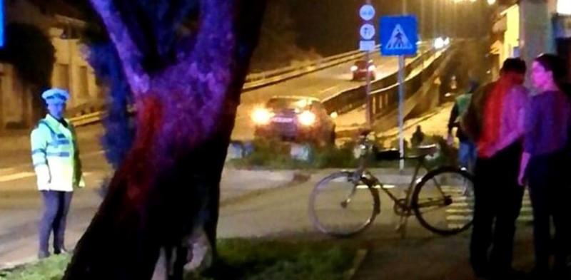 """VIDEO - Aveți grijă pe cine """"loviți"""" pe trecerea de pietoni! Un biciclist simula accidente auto, pentru a le cere despăgubiri șoferilor nevinovați"""