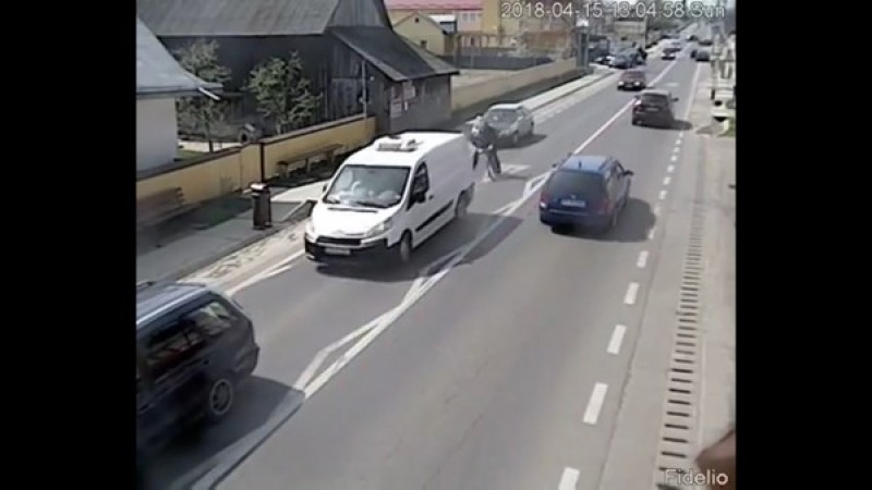 VIDEO - Botoșănean implicat într-un accident la Dumbrăveni!