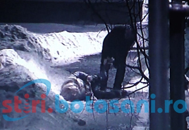 VIDEO Ce face o tanara beata in Centrul Vechi din municipiul Botosani