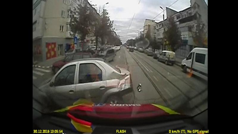 VIDEO cu accidentul provocat de fostul viceprimar Ion Ilie, in care a fost implicata autospeciala SMURD!