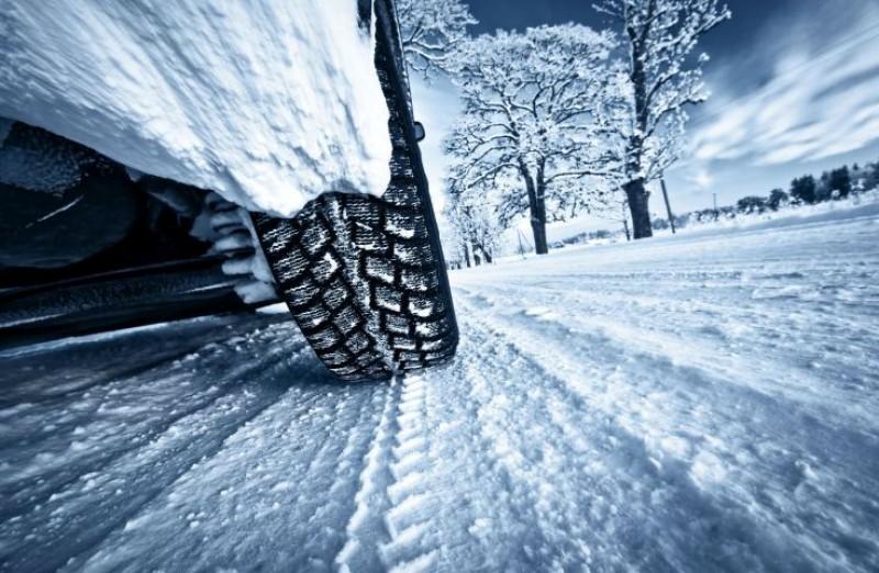 VIDEO - Cum se conduce o maşină pe zăpadă