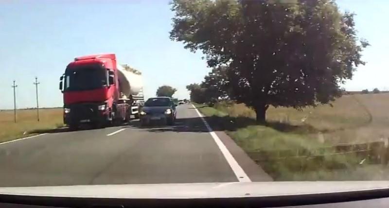 """VIDEO Cum se fac """"depășirile kamikaze"""" în România!"""
