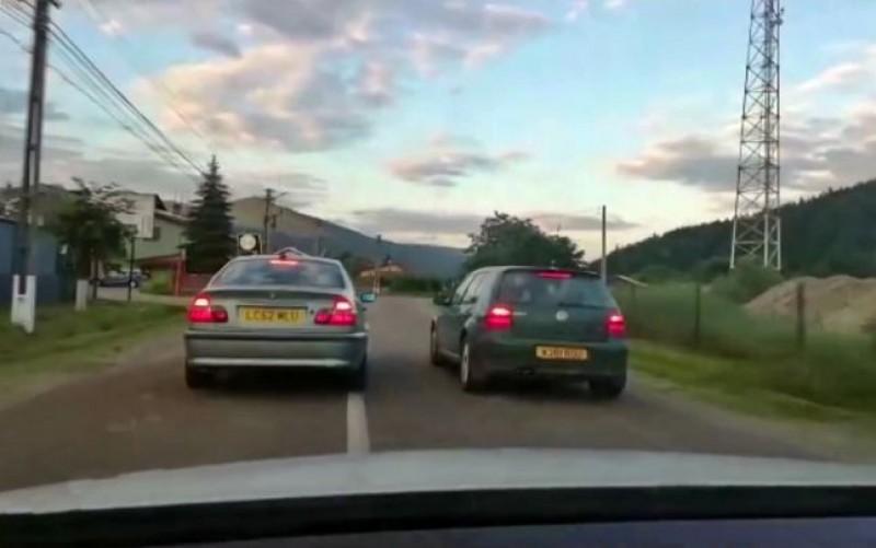 VIDEO - Echipaj de poliţie umilit: Blocat în trafic de două maşini care însoţeau un traficant de ţigări!