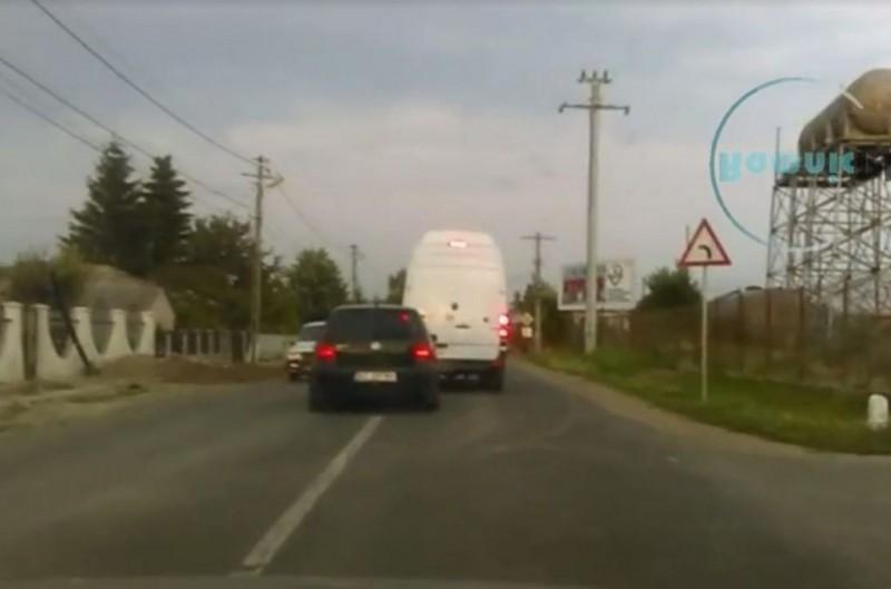 VIDEO - Ei sunt cei care fac legile pe șoselele din România. Cum s-au șicanat doi șoferi și ce urmări a avut incidentul!