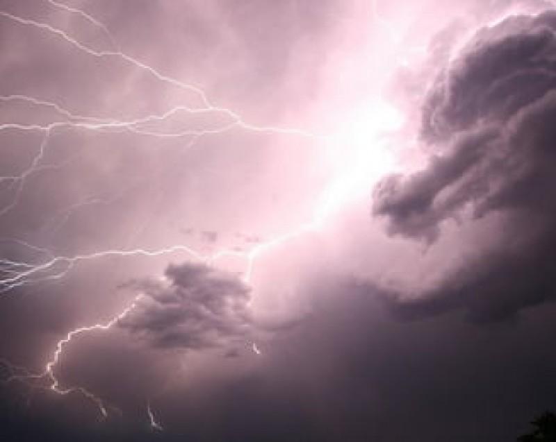 VIDEO - Fenomen meteorologic rar în România: Ninsoare cu tunete și fulgere