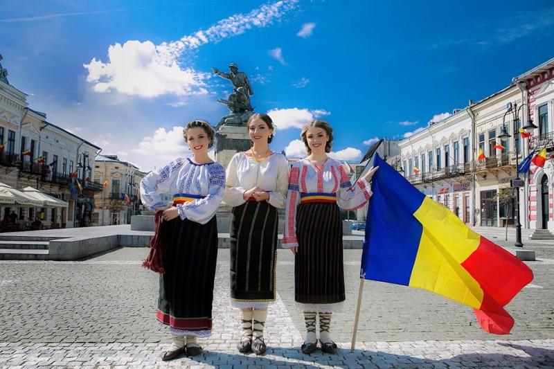 """VIDEO - Fetele din Botoșani revin cu un Cântec patriotic dedicat Centenarului: """"Fii om bun, cinstit și drept cu toți/ Și-atunci ești și bun romȃn!"""""""