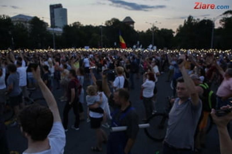 VIDEO - In Piata Victoriei, protestatarii cer demisia lui Dragnea dupa condamnare!