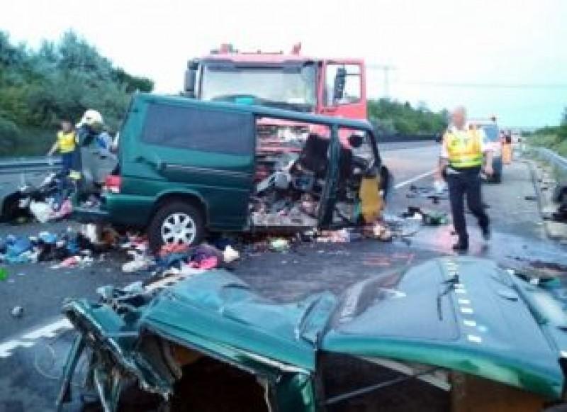 VIDEO - Incredibil! Șoferul microbuzului din Ungaria făcea live pe Facebook în momentul în care s-a produs accidentul!