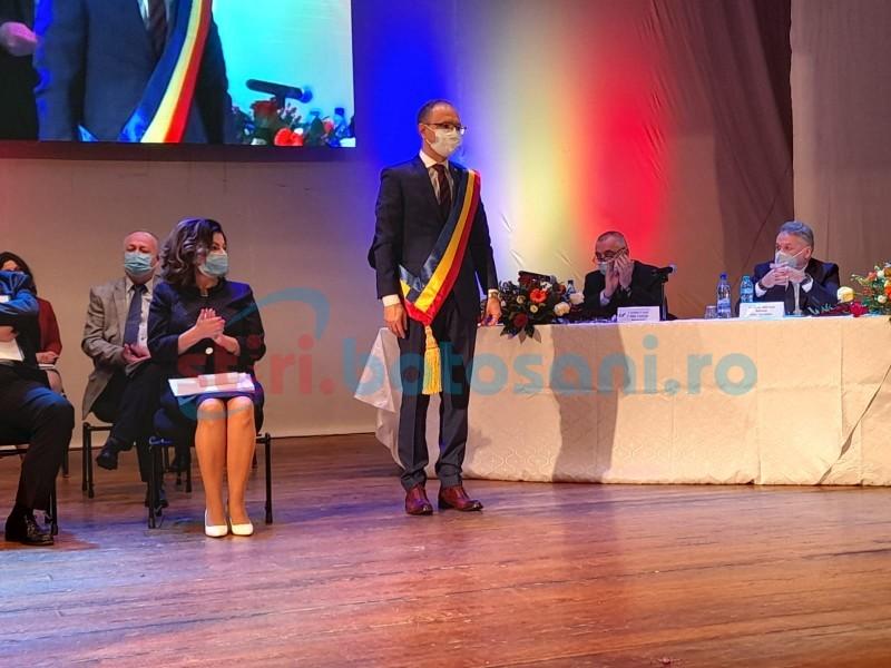"""VIDEO: Învestirea primarului Andrei, în pace și mulțumiri. Flutur: """"Primăria rămâne în condiții bune"""""""