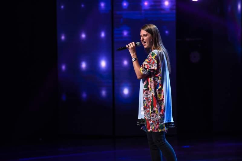 """VIDEO - Isabela Pamparău a impresionat la X Factor, cu piesa """"Feeling Good"""". Delia: """"Doamne! Ești MI-NU-NA-TĂ!"""""""