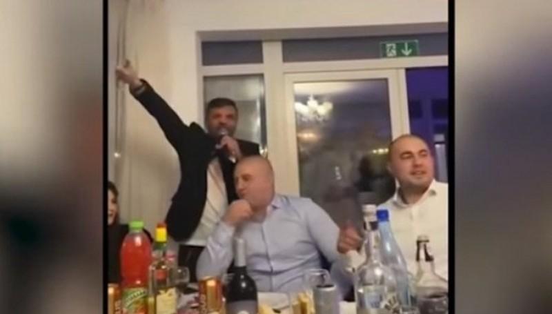 VIDEO: Lângă noi: Șefi din Poliție și interlopi, distracție pe manele și băut cot la cot. Anchetă demerată în urma apariției unui filmuleț pe Youtube