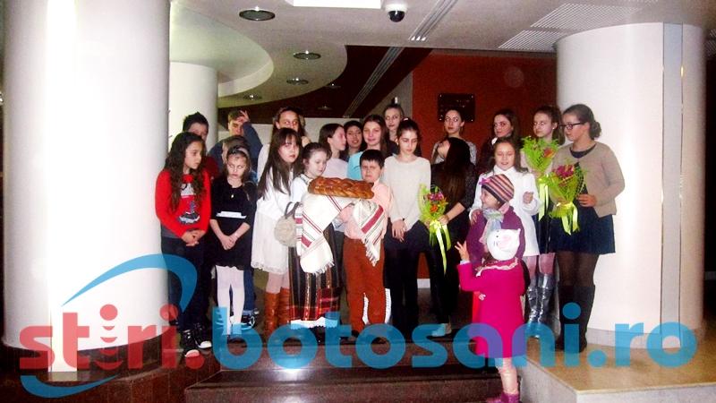 """VIDEO: Moldovenii si ucrainenii care participa la Festivulul International """"Muzica pentru toti"""" au ajuns la Botosani - FOTO"""