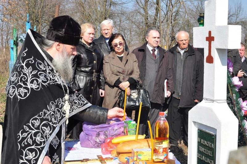 VIDEO. Parastas în cimitirul din comuna Mahala. 78 de ani de la masacrul sovietic din Lunca Prutului