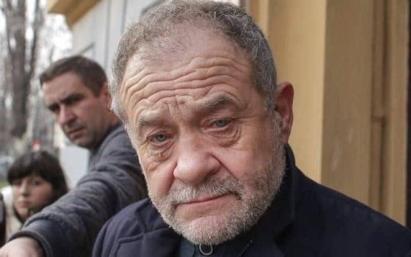 """VIDEO: Pe șeful PSD Vaslui l-au lăsat nervii, după ce a fost huiduit la ceremoniile de 1 Decembrie: """"Măi, tembelule, măi!"""""""