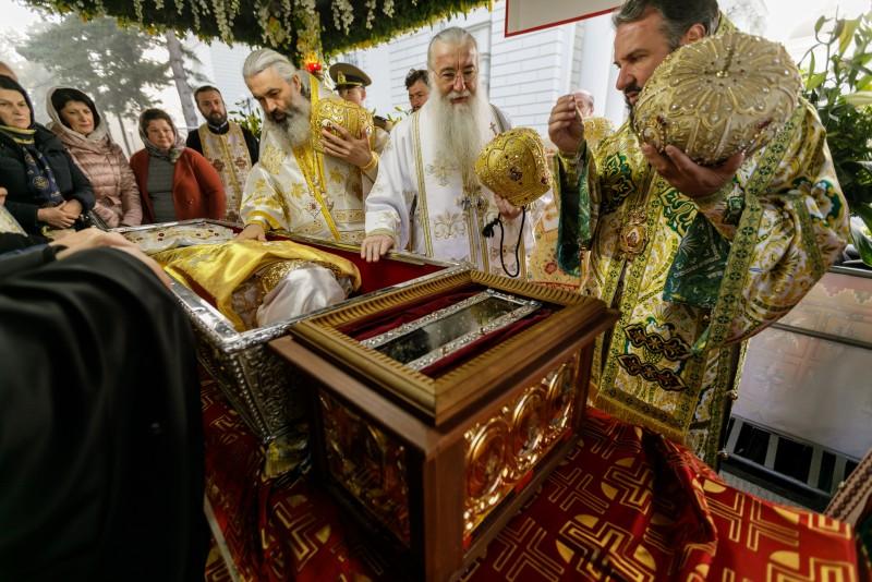 VIDEO: Peste 30.000 de credincioși la slujba Sfintei Liturghii de hramul Sfintei Cuvioase Parascheva de la Iași!