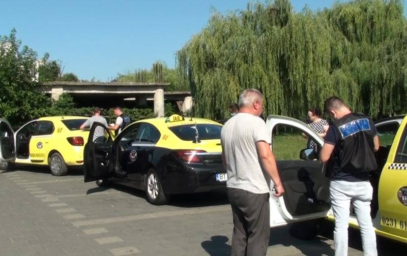VIDEO: Razie la Dorohoi între taximetriști pentru combaterea evaziunii fiscale. 13 sancțiuni contravenționale și amenzi în valoare de aproximativ 60.000 de lei aplicate
