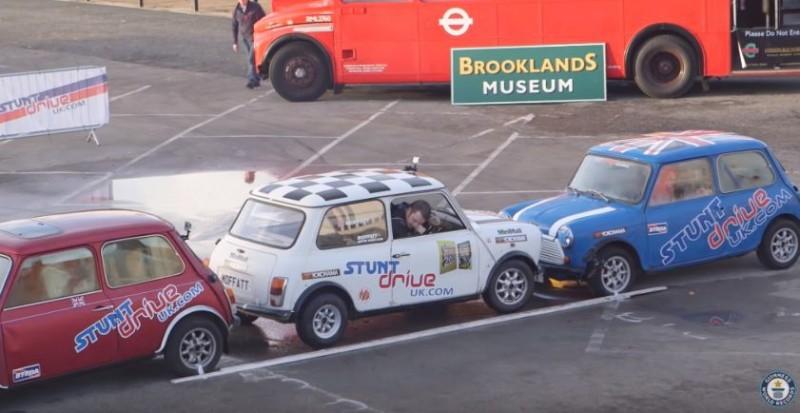 VIDEO Record Guinness pentru cea mai strânsă parcare paralelă