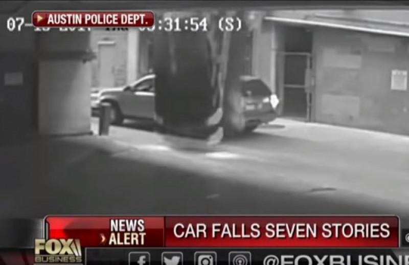 """VIDEO S-a prăbușit cu maşina în gol, de la etajul 7 al unei parcări: """"M-am gândit că o să mor!"""""""