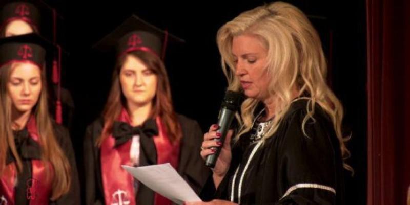 """VIDEO Se întâmplă în România - Rugăciunea unui judecător, la festivitatea de absolvire a facultății de drept: """"Judecă-mă ca Dumnezeu. Eu am judecat ca om"""""""