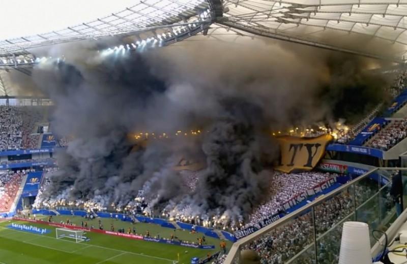 VIDEO: Spectacol pirotehnic incredibil la finala Cupei Poloniei! Ultrașii Legiei au uimit întreaga lume!