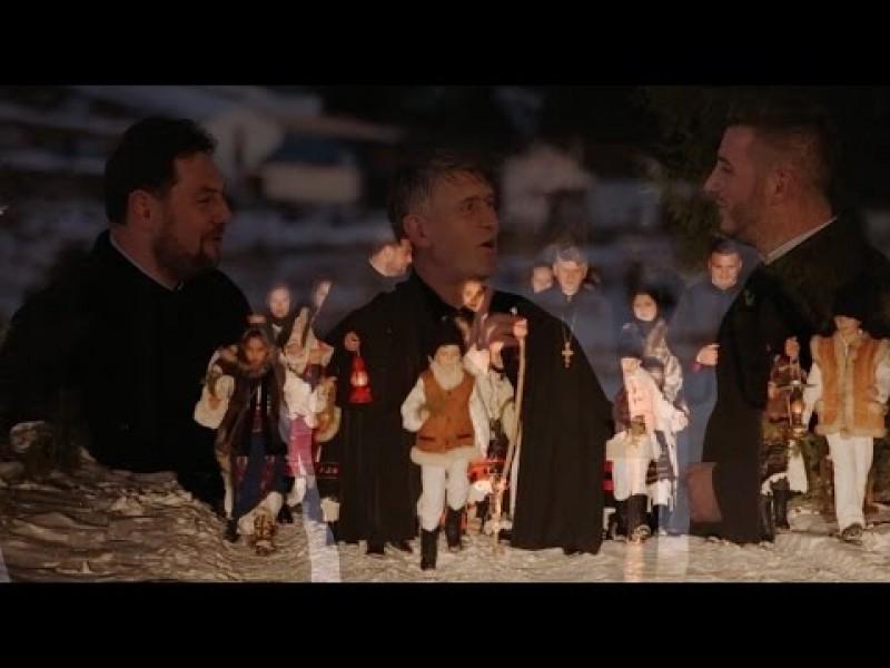 VIDEO - Trei păstori, trei preoți vă colindă!